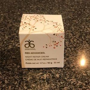 Arbonne RE9 Advanced Night Cream